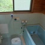 お風呂の鏡を簡単に掃除する方法!~水垢を落とすテクニック&曇り止め~